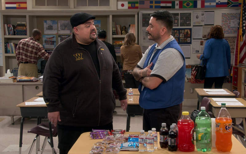 Pepsi and Fanta Soda Drinks in Mr. Iglesias S03E03 (1)