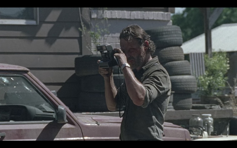 Polaroid Camera of Andrew Lincoln as Rick Grimes in The Walking Dead S08E01 (1)