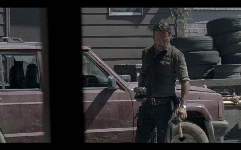 Polaroid Camera of Andrew Lincoln as Rick Grimes in The Walking Dead S08E01 (2)