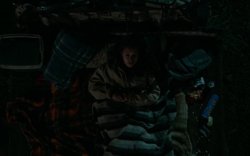 Pringles Potato Chips of Erana James as Toni Shalifoe in The Wilds S01E04 Day Six