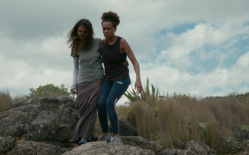 Puma Sports Leggings of Reign Edwards as Rachel Reid in The Wilds S01E06 Day Twelve (2)