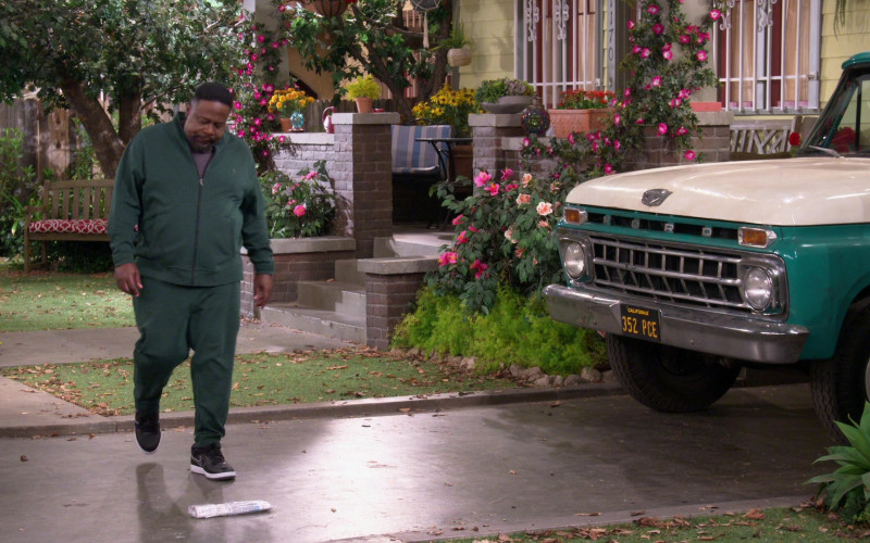 Ralph Green Tracksuit (Jacket and Sweatpants) of Cedric the Entertainer in The Neighborhood S03E04