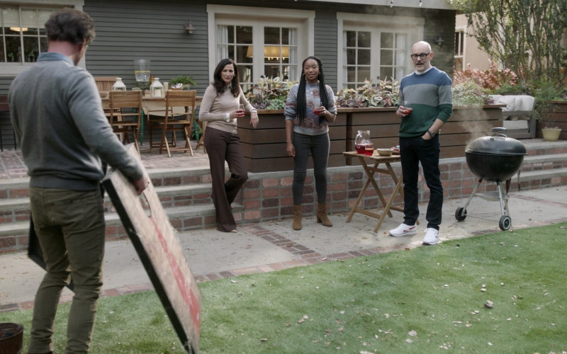 Reebok Men's Sneakers of Rob Corddry as Forrest in The Unicorn S02E04