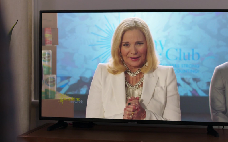 Samsung Television in Filthy Rich S01E10 1 Corinthians 313 (2020)