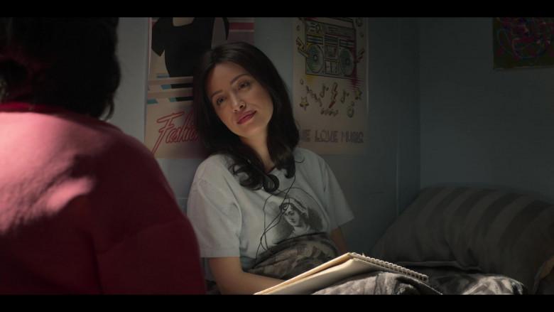 Sony Headphones of Christian Serratos in Selena The Series S01E09 Qué Creías (2020)