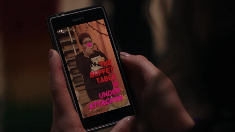 Sony Smartphone of Mary Mouser as Samantha LaRusso in Cobra Kai S01E03 (2)