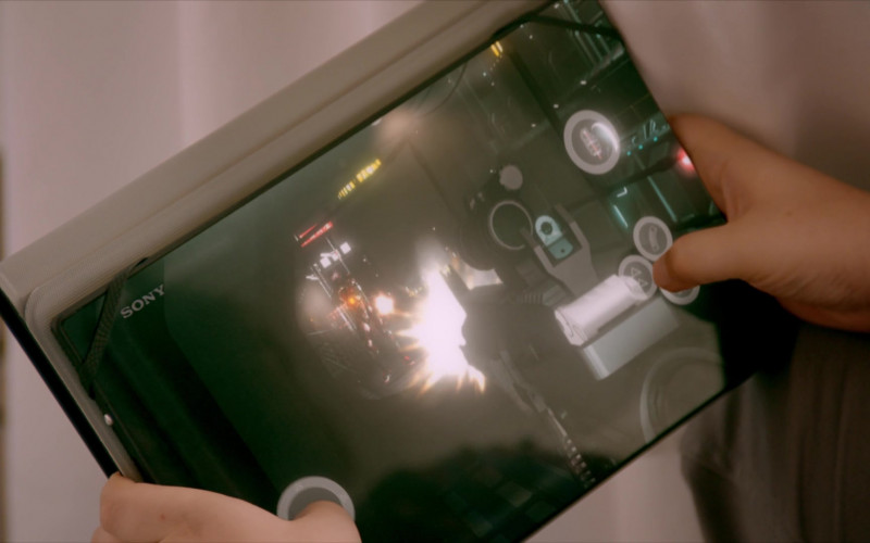 Sony Tablet of Griffin Santopietro as Anthony in Cobra Kai S01E02 Strike First (2018)