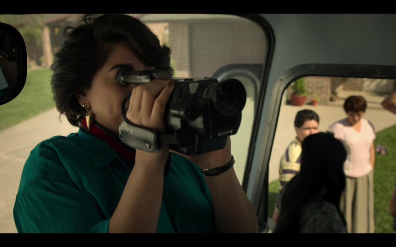 Sony Video Camera Used by Noemi Gonzalez as Suzette Quintanilla in Selena The Series S01E07
