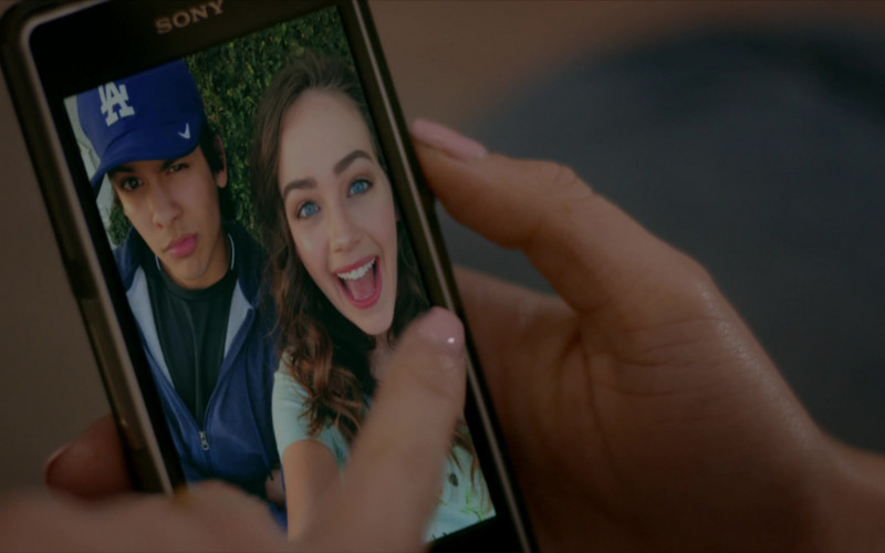 Sony Xperia Smartphone of Mary Mouser as Samantha LaRusso in Cobra Kai S01E08 Molting (1)