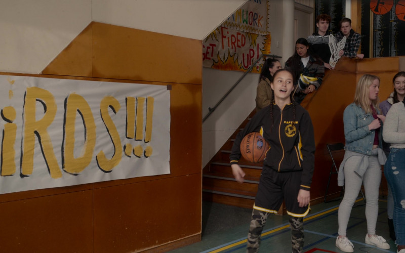 Spalding Basketball of Erana James as Toni Shalifoe in The Wilds S01E04