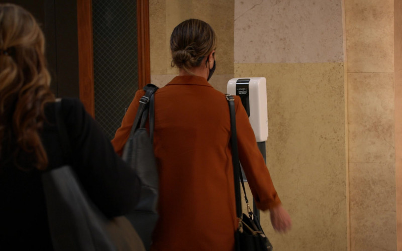 Sprayzer Hand Sanitizer Dispenser in All Rise S02E04 (1)