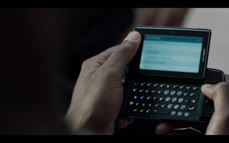 T-Mobile Sidekick Smartphone of Jay Reeves as Ray McElrathbey in Safety (2020)