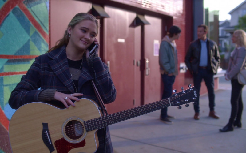 Taylor Guitar of Lizzy Greene as Sophie Dixon in A Million Little Things S03E04 (1)