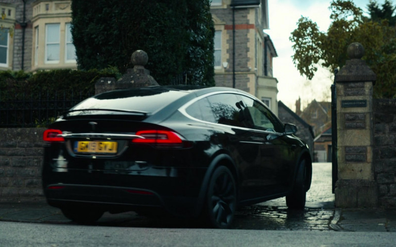 Tesla Model X Car in His Dark Materials S02E05 (1)
