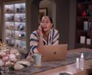 Apple MacBook Laptop of Tracee Ellis Ross in Black-ish S07E0...