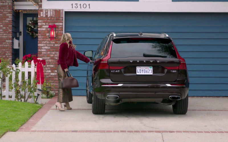 Volvo XC60 Black SUV in A Very Charming Christmas Town Movie (1)