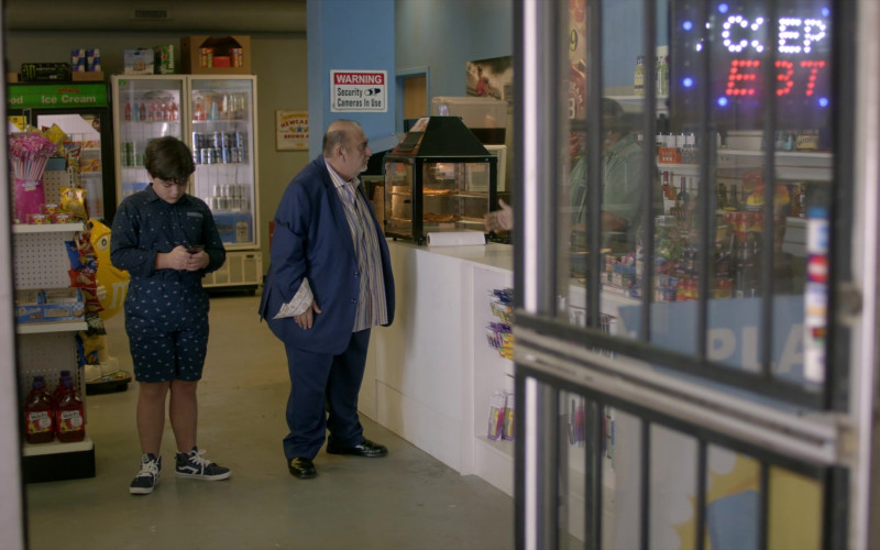Welch's Juices in Cobra Kai S01E05 Counterbalance (2018)