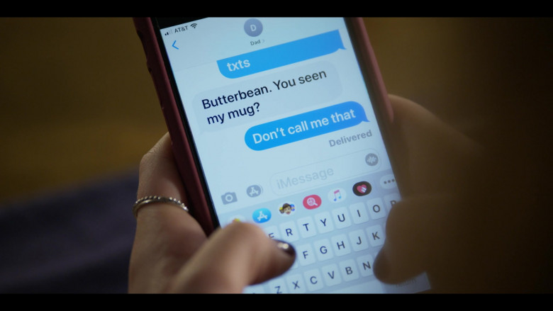 AT&T and Apple iMessage App in Walker S01E02 (1)