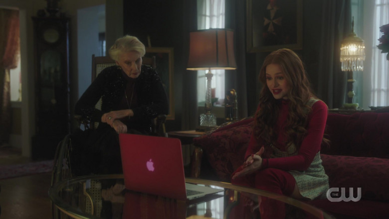 Apple MacBook Air Laptop of Madelaine Petsch as Cheryl Blossom in Riverdale S05E02 (1)