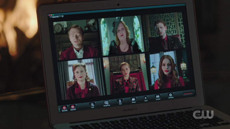 Apple MacBook Air Laptop of Madelaine Petsch as Cheryl Blossom in Riverdale S05E02 (2)