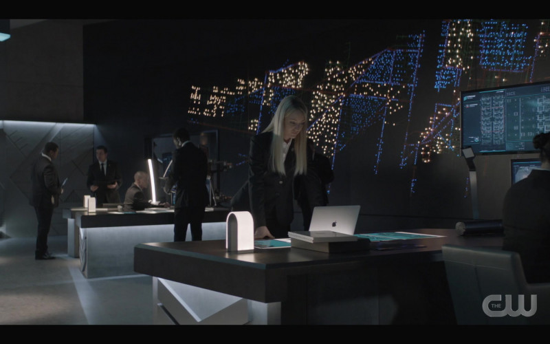 Apple MacBook Laptop of Christina Wolfe as Julia Pennyworth in Batwoman S02E01