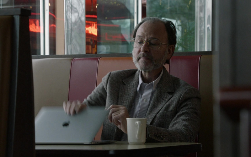 Apple MacBook Laptop of Fisher Stevens as Marvin Gerard in The Blacklist S08E04 Elizabeth Keen (2021)