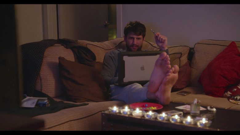 Apple MacBook Laptop of James Lafferty as Jeremy Davis in Everyone Is Doing Great S01E04 North Carolina (1)