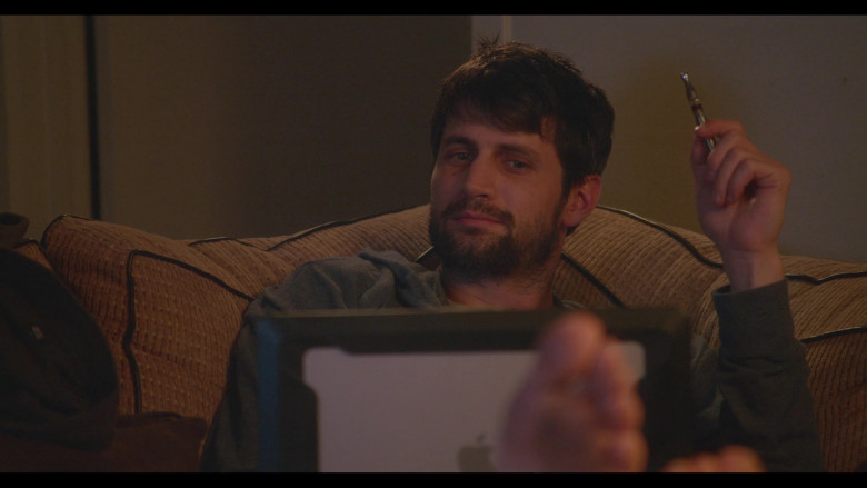 Apple MacBook Laptop of James Lafferty as Jeremy Davis in Everyone Is Doing Great S01E04 North Carolina (2)