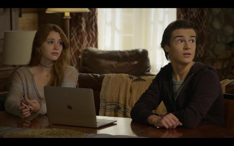 Apple MacBook Pro Laptop in Walker S01E02 Back in the Saddle 2021 (1)