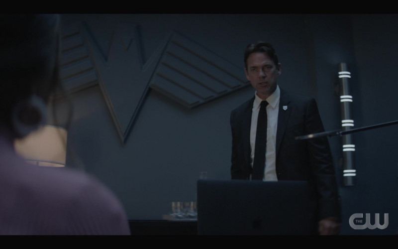 Apple MacBook Pro Laptop of Dougray Scott as Jacob Kane in Batwoman S02E02 Prior Criminal History (2021)