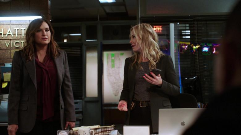 Apple MacBook Pro Laptop of Kelli Giddish as Amanda Rollins in Law & Order SVU S22E04 (2)