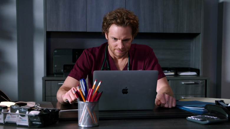 Apple MacBook Pro Laptop of Nick Gehlfuss as Dr. Will Halstead in Chicago Med S06E04