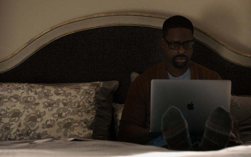 Apple MacBook Pro Laptop of Sterling K. Brown as Randall Pearson in This Is Us S05E05 (1)