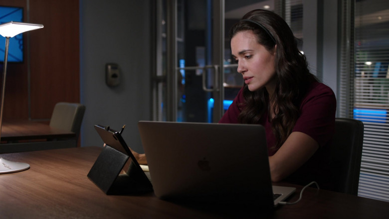 Apple MacBook Pro Laptop of Torrey DeVitto as Dr. Natalie Manning in Chicago Med S06E03