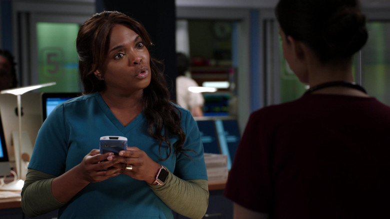 Apple Watch of Marlyne Barrett as ED's Charge Nurse Maggie Lockwood in Chicago Med S06E04 (1)