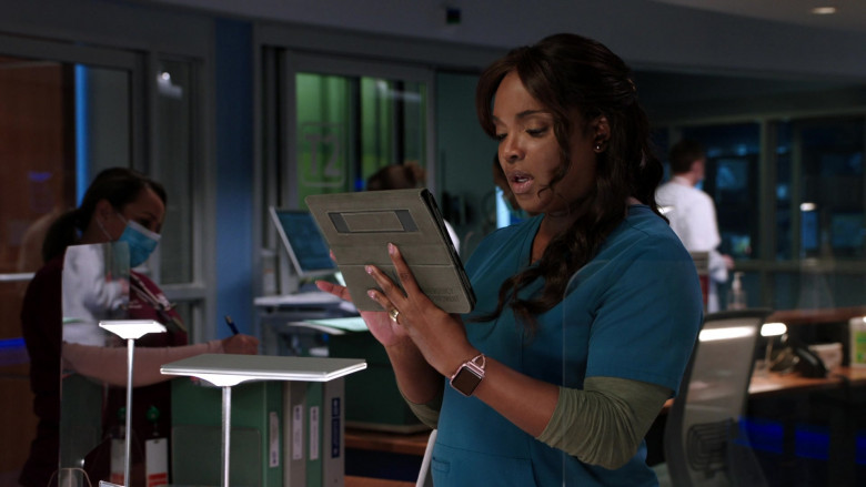 Apple Watch of Marlyne Barrett as ED's Charge Nurse Maggie Lockwood in Chicago Med S06E04 (2)