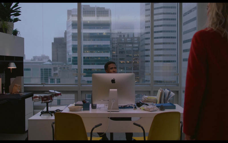 Apple iMac Computer of Jimmie Fails as Max in Pieces of a Woman (2020)