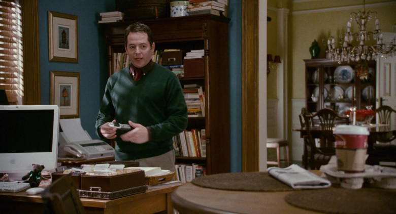 Apple iMac Computer of Matthew Broderick as Dr. Steve Finch in Deck the Halls (2)