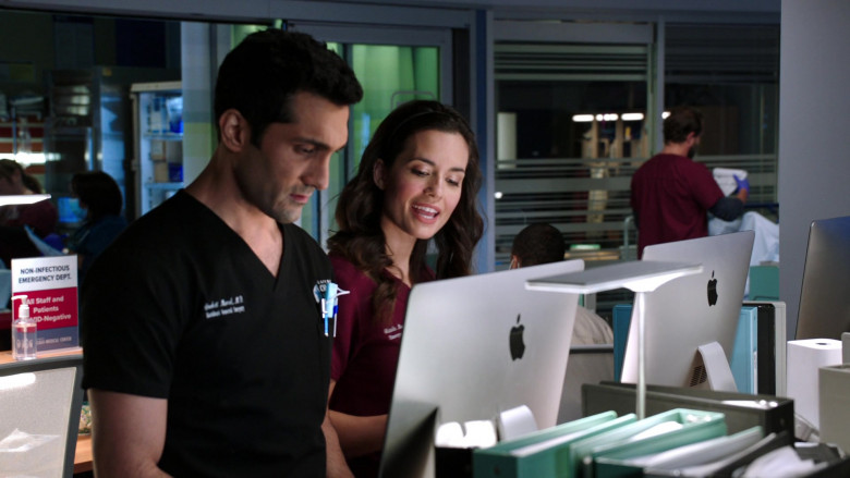 Apple iMac Computers in Chicago Med S06E03 (1)