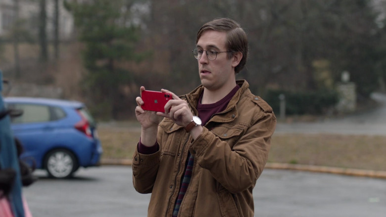 Apple iPhone Red Mobile Phone in Search Party S04E09 The Inferno (2021)