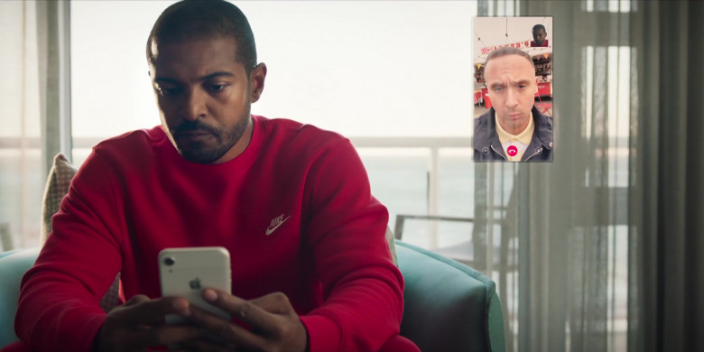 Apple iPhone Smartphone Held by Noel Clarke as Aaron 'Bish' Bishop in Bulletproof S03E03 (2)