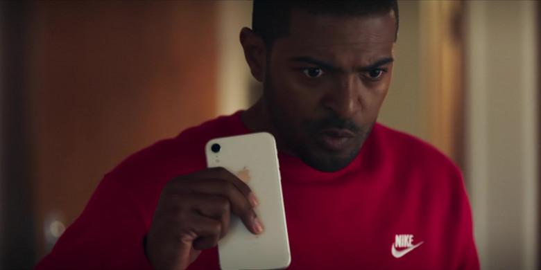 Apple iPhone Smartphone Held by Noel Clarke as Aaron 'Bish' Bishop in Bulletproof S03E03 (3)