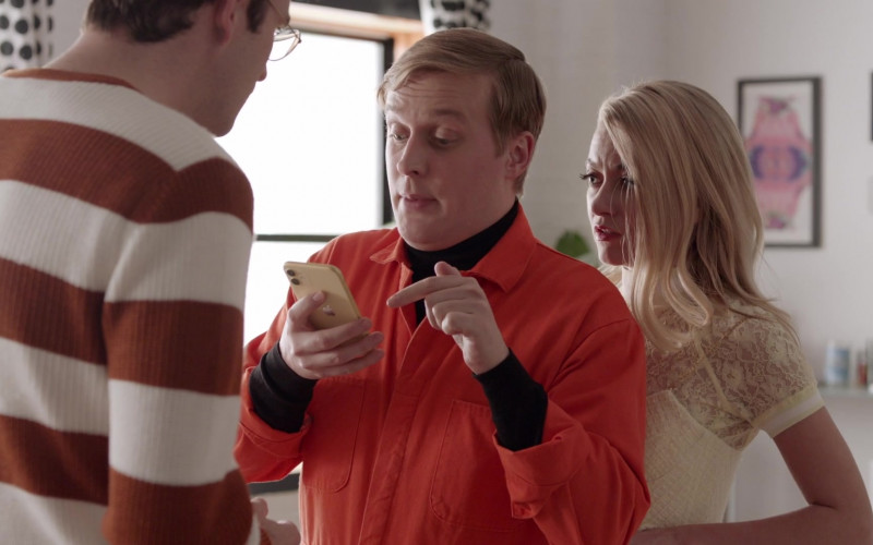 Apple iPhone Smartphone of John Early as Elliott Goss in Search Party S04E06