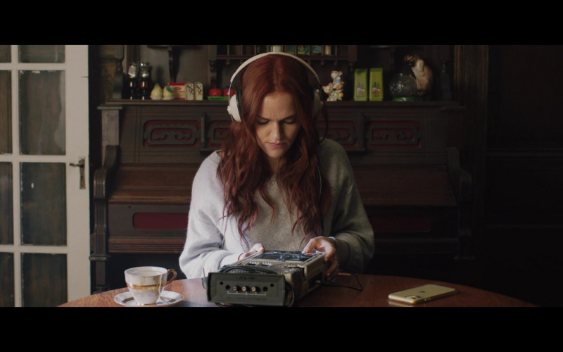 Apple iPhone Smartphone of Madeline Brewer in The Ultimate Playlist of Noise (2021)