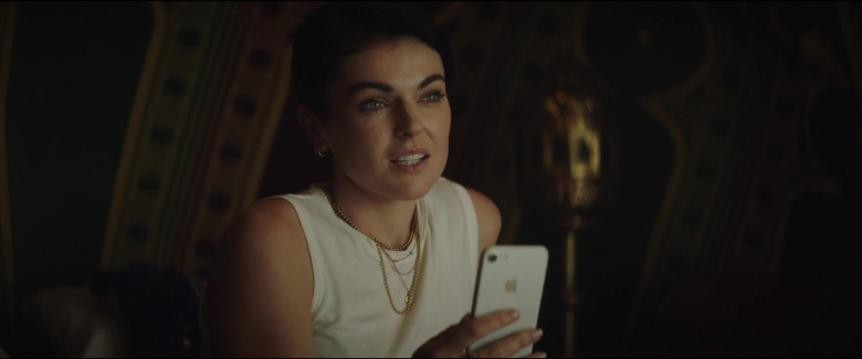 Apple iPhone Smartphone of Serinda Swan as Kate Paxton in Redemption Day (1)