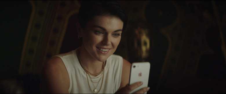 Apple iPhone Smartphone of Serinda Swan as Kate Paxton in Redemption Day (2)