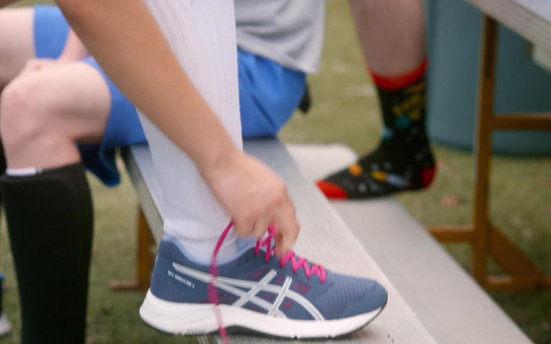 Asics Gel Contend Trainers of Mary Mouser as Samantha LaRusso in Cobra Kai S03E04