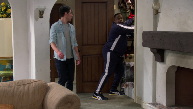 Asics Tiger Runner Men's Trainers of Cedric the Entertainer as Calvin Butler in The Neighborhood S03E08 (2)