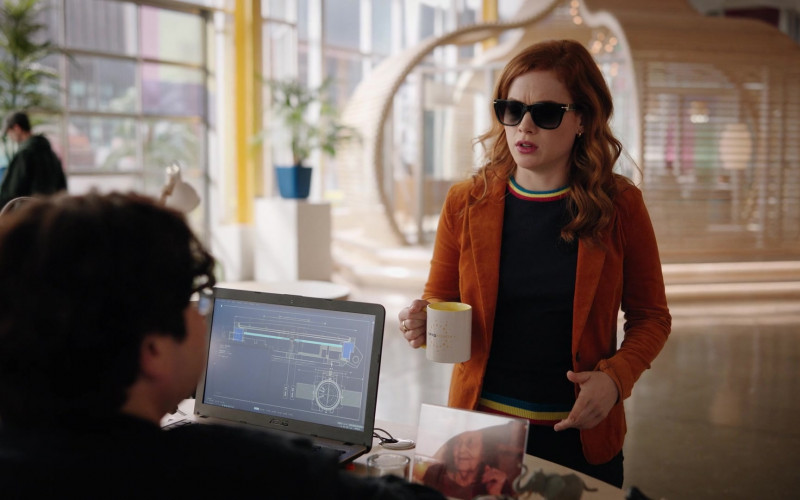 Asus Laptop in Zoey's Extraordinary Playlist S02E04 Zoey's Extraordinary Employee (2021)