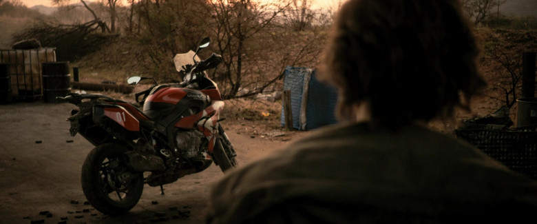 BMW S 1000 XR Motorcycle of Milla Jovovich as Alice in Resident Evil The Final Chapter (2)